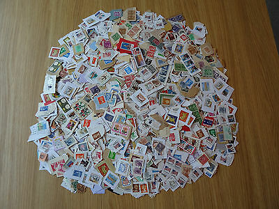 Stamps   World Mixture / Collection  1500 Stamps On Paper