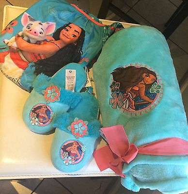 Disney Moana 3pc Nightgown/Slippers  and Soft Plush Blanket.PS READ DETAILS.