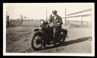 POLICE UNIFORM MAN RURAL COP w HARLEY DAVIDSON MOTORCYCLE! 1930s VINTAGE PHOTO!