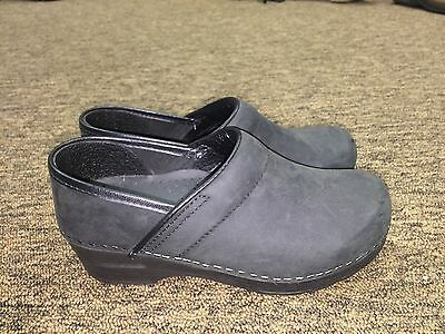 Sanita ladies black clogs - professional -size 35 - US 5 - pre-owned