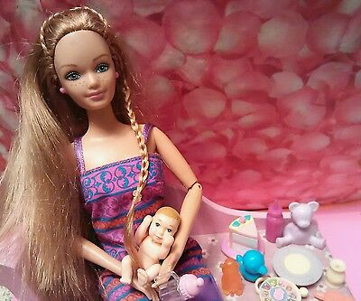 2002 Barbie HAPPY FAMILY  PREGNANT MIDGE w Baby and toys no bump