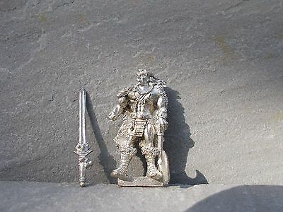BARBARIAN LEADER warrior in nice  condition  35MM scale oop