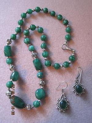 Vtg Polished Green Rock Variety of Shapes Collar Necklace & Earrings Beautiful