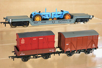HORNBY BACHMANN RAKE of 3 BR FRUIT CONTAINER & WELTROL WAGON & TRACTOR LOAD nj