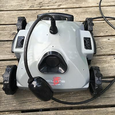 Aquabot Cyclone Robotic Pool Cleaner with 20 filter bags! IG or AG pool