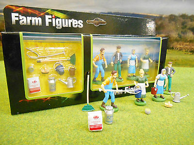 Four Farm / Countryside People Figures 1/32 With Hand Tools Boxed & New