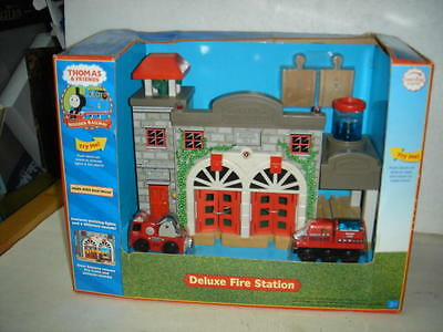 2007s RARE THOMAS & FRIENDS Deluxe Real Wood FIRE STATION PLAYSET