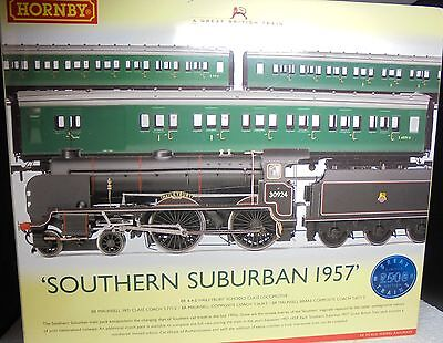 Hornby R2815 Southern Suburban 1957 Great British Train Pack