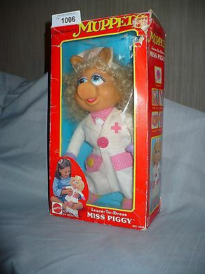 Collectible MUPPETS Learn to Dress MISS PIGGY Nurse 2T+