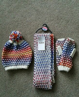 M&S kids. Bobble hat, scarf & mittens set. Size 10-14 years.