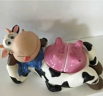 DOOKIE Novelty Ceramic Cow Salt And Pepper Collectible Set