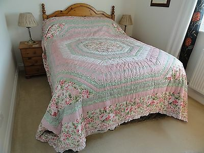 Patchwork Quilt, Kingsize, New. Cover 100% Cotton, padding Polyester.