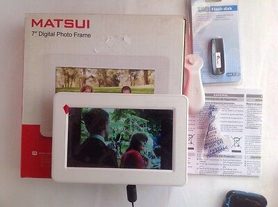 Matsui 7 inch digital photo frame Boxed instructions Excellent con + 2GB Memory