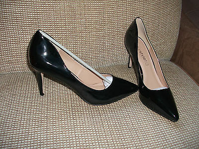 ladies black patent leather court shoe from Your Style size 8 NEW