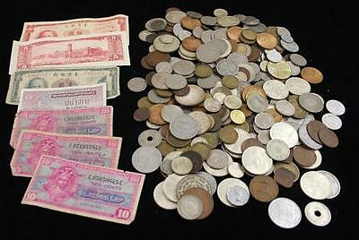 LARGE LOT FOREIGN COINS AND 7 CURRENCY NOTES Lot 628