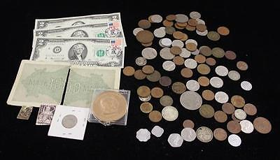 MIXED LOT INCLUDING 3 SERIES 1976 TWO DOLLAR FEDERAL RESERVE NOTES WI... Lot 552
