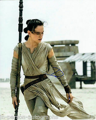 Daisy Ridley Signed Star Wars THE FORCE AWAKENS 10x8 Photo AFTAL OnlineCOA