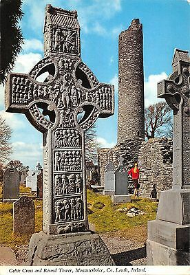 BT2850 Celtic cross and round tower monasterboice louth      Ireland