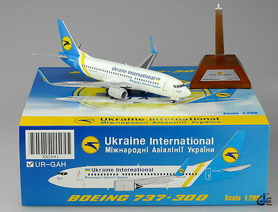 Ukraine International Airlines UIA B737-300 JC Wings 1:200 Diecast Models XX2691