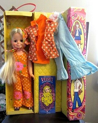 """1970's Ideal Hair Growing Crissy Doll """"velvet"""" W/ Tote 3 Outfit Booklet"""
