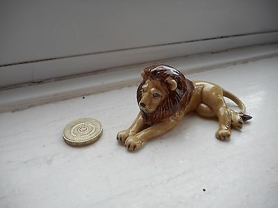 Lion / African Lion - Beautiful Miniature Pottery Resting Male  Lion