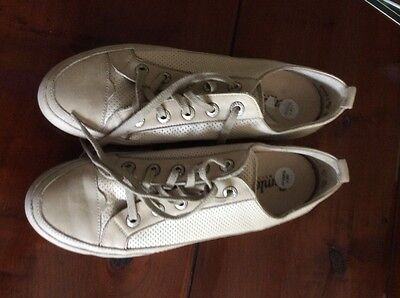 Women's beige  leather trainers, size UK 7, Euro 41