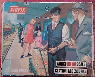 AIRFIX HO/OO Station Accessories S42 Boxed