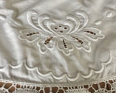 """MADEIRA BRODERIE ANGLAISE Linen Table Topper -40"""" - Exotic Flowers VINTAGE LACE"""