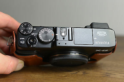 Fujifilm X Series X-E2 16.3MP Digital Camera - Black Kit w/ XF 27mm + Half case