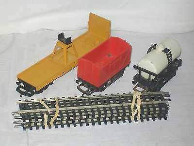 hornby ho gauge tracks and 3 x carriages
