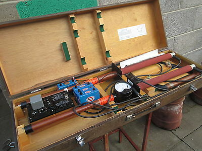 LARGE VINTAGE LIVE CONDUCTOR TESTER (original wooden box)