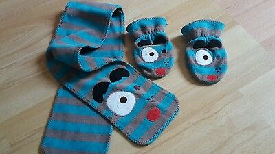 Lovely next boys scarf and mitten set size 2-4 years