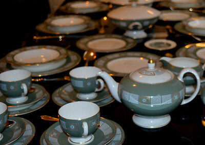 Wedgwood Asia sage dinner and tea service 43 pieces