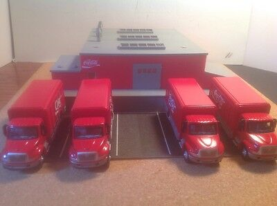 Coca Cola Bottling plant w/4 coca cola delivery tucks diaroma ho new