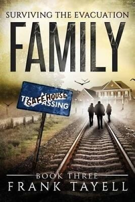 Surviving the Evacuation Book 3 Family: & Zombies Vs the Living... 9781500238636