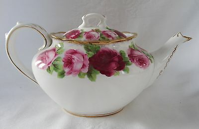 ROYAL ALBERT OLD ENGLISH ROSE  Lovely small TEAPOT Shelf Pretty