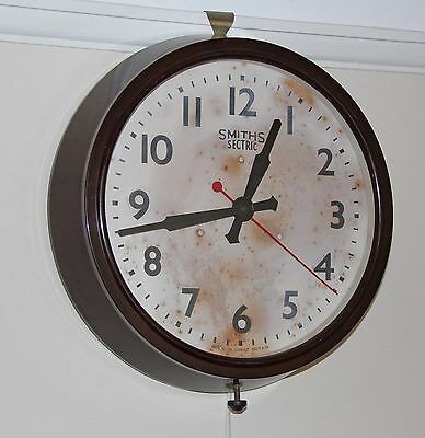 SMITHS SECTRIC  LARGE BAKELITE ELECTRIC WALL CLOCK. Runs well