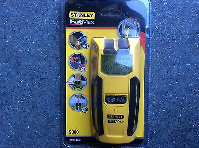 Stanley S300 Stud Detector for Detection of Live Wires, Wood and Metal Studding