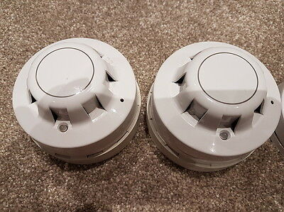 1x Apollo series 65 optical smoke detector 55000-317 with sounder fire alarm