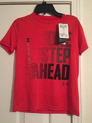 NWT Boys Under Armour Short Sleeve Shirt Heat Gear Red Size Small