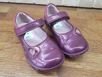 Little Girls CLARKS First Shoes Size 5.5 F .