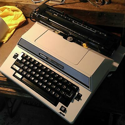 Brother Super 7300 Electric Typewriter Working with case