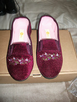 ladies velour style slippers from Be You size 6 NEW