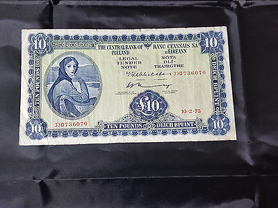 Central Bank of Ireland Lady Lavery 10 Punt Banknote 33D 10 2 1975 Pick 66c Fine