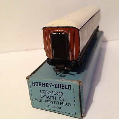 HORNBY - DUBLO CORRIDOR COACH D1 N.E. 1st / 3rd  IN EXCELLENT CONDITION  BOXED.
