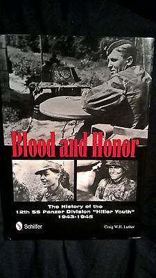 Blood & Honor: The History of the 12th SS Panzer Division  de Craig W.H. Luther