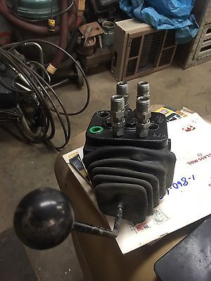 cross directional control valve 4z3020 3061 power beyond barely used Mahindra