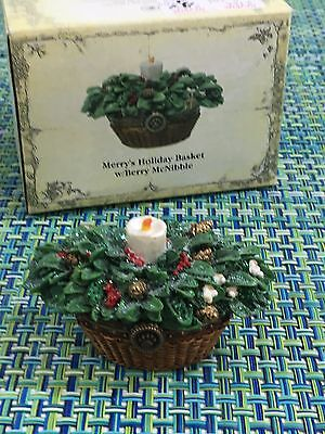 Boyds Bears Treasure Boxes Merry's Holiday Basket with Berry McNibble~ CANDLE !