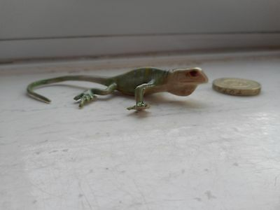 Lizard - Pottery/ceramic-  Collectable  Miniature  Lizard, Pale Green Lizard