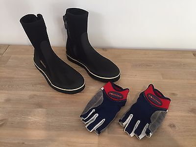 Ronstan kids sailing boots size 2XS and Ronstan sailing gloves size XXS